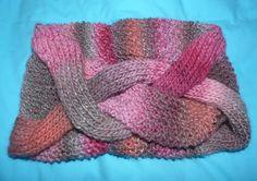Pink and grey snood de Mary Beth Studio