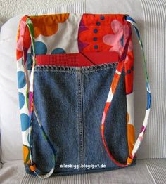 Rucksack z.T. aus alter Jeans / Backpack partly made from old pair of jeans / Upcycling