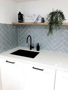 Modern Laundry Rooms, Laundry In Bathroom, Master Bathroom, Kitchen Tiles, Kitchen Decor, Kitchen Design, Laundry Room Remodel, Kitchen Remodel, Bathroom Interior Design