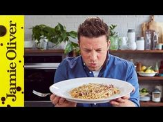 How to make classic carbonara: Jamie Oliver Italian Carbonara Recipe, Carbonara Recipe Authentic, Easy Carbonara Recipe, Carbonara Recept, Pasta A La Carbonara, Bacon Carbonara, Jamie Oliver Carbonara, Jamie Oliver Pasta, Italian Chef