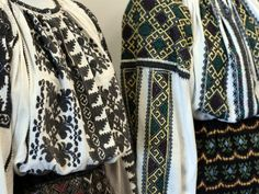 catrinte banat - Google Search Polish Embroidery, Folk Embroidery, Folk Costume, Costumes, Costume Patterns, My Heritage, Embroidered Blouse, Boho Tops, Traditional Outfits