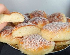Recept voor aardappelbroodjes met aardappelpuree. Ze zijn heel zacht, dat zal je merken dat je ze bijna niet kan oppakken omdat ze zacht en luchtig zijn