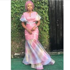 Simple and Classy Asoebi Styles African Attire, African Wear, African Women, African Dress, African Blouses, African Lace, African Inspired Fashion, African Fashion Dresses, Dinner Gowns
