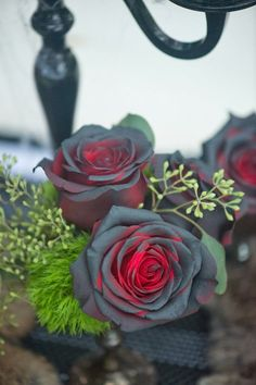 Black spray paint on red Dollar store roses Voila Gothic Roses perfect for Halloween