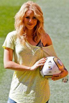 Rien à voir avec le foot, mais bon c'est Shakira, et j'adore cette photo