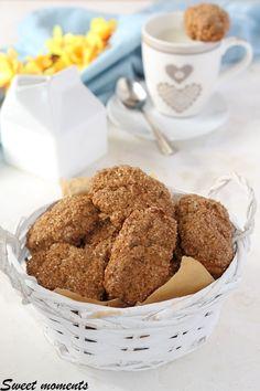 #biscotti #biscottiintegrali #colazione #merenda #ricetta #gialloblog #foodblog #foodblogger #giallozafferano Best Italian Recipes, Dolce, Grande, Anna, Cookies, Group, Desserts, Kitchen, Table