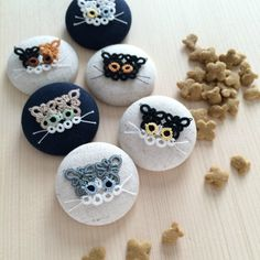 tatted kitty buttons?