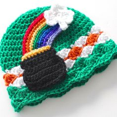 free pattern, St. Patrick's Day hat ~crochet beanie with a pot of gold and shamrock