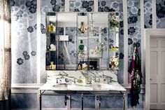Kate Moss's house showcases de Gournay collaboration (houseandgarden.co.uk)