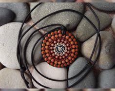 Diseño mano pintado collar arte aborigen de por RaechelSaunders