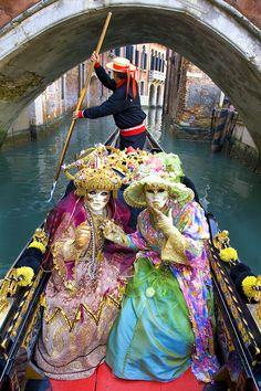 Carnaval in Venice - Jim Zuckerman Photography Venice Carnival Costumes, Venetian Carnival Masks, Carnival Of Venice, Carnival Themes, Venice Carnivale, Costume Carnaval, Costume Venitien, Venice Mask, Carnival Festival