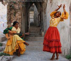 Spanish Gypsy women's costume. Spanish Gypsy, Spanish Dancer, Spanish Woman, Bohemian Mode, Bohemian Gypsy, Gypsy Style, Boho Chic, Hippie Chic, Hippie Style