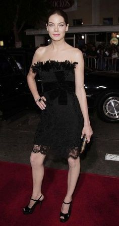 Actress Michelle Monaghan arrives at the premiere of DreamWork`s `The Heartbreak Kid` at the Mann`s Village Theater on September 27, 2007 in Los Angeles, California.