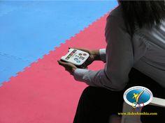 Jueces con tecnología de avanzada para el evento.
