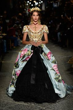 Dolce & Gabbana Fall 2016 Couture