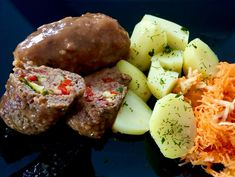 Szybki obiad z faszerowanego mięsa i ziemniaków