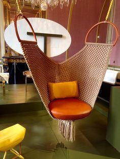 Swing chair de Patricia Urquiola pour Les Objets Nomades de Louis Vuitton - exposition AD collections d'@admagazinefr