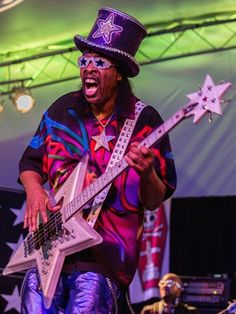 Music, Film, TV and Political News Coverage Bootsy Collins, Parliament Funkadelic, George Clinton, Play That Funky Music, Vintage Black Glamour, Old School Music, Music Images, Music Artists, Soul Artists