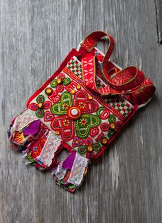 """The hanging pockets from Boda are a feast to the eye. Many different fabrics, in a variety of colors, are used and they are decorated with buttons and embroidery yarn. This """"liduväska"""" was made in 2001."""