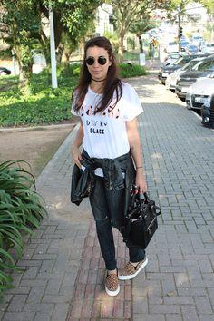 Nanda Pezzi:  Tee + calça destroyed + slip on