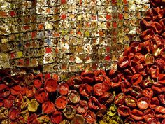 El Anatsui: up close Textile Texture, Textile Fiber Art, Textile Artists, Metal Art Sculpture, Found Art, Cycling Art, Recycled Art, Fantastic Art, Fabric Art