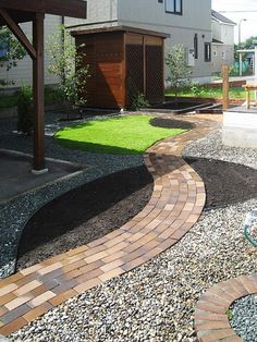 Love these Japanese hardscape/Zen ideas...great for areas you want less lawn, and that don't work well for flowers.