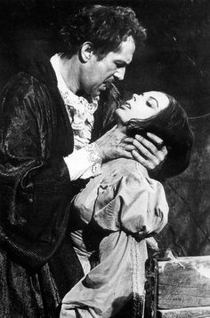Vincent Price and Barbara Steele inPit and the Pendulum(1961) Corman d'après Edgar Allan Poe