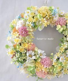 ハンドメイドマーケット minne(ミンネ)| 黄色い小花にマーガレット・カーネーションをそえてno.2:wreath