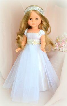 Nancy enfermera reedición vestida de comunión American Doll Clothes, Girl Doll Clothes, Girl Dolls, Doll Fancy Dress, Barbie Dress, Ropa American Girl, Nancy Doll, America Girl, Little Doll