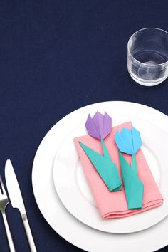One of the best parts about throwing a dinner party is decorating the table, don't you think? Today I thought I'd show you a quick way to make some simple origami tulips to use as table decorations at your next gathering. How To Make Origami, Origami Easy, Origami Paper, Paper Peonies, Paper Flowers, Diy Craft Projects, Projects For Kids, Diy Crafts, Blue Tulips