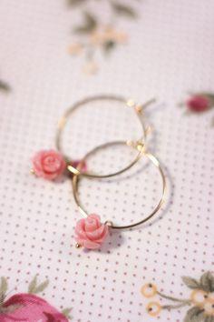 Petra Reijrink - handgemaakt Romantic Rose pink small oorbellen goud