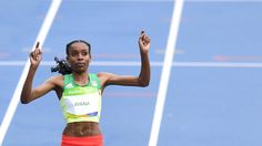 Almaz Ayana wird erste Leichtathletik-Olympiasiegerin in Rio. Sie verbessert die…