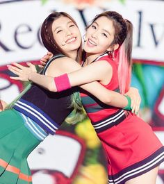 RED VELVET - Irene 아이린 (Bae JuHyun 배주현) & Joy 조이 (Park SooYoung 박수영) 'Happiness' era moment [JoyRene couple 조이린 커플]