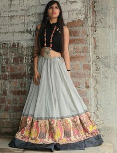 31 New Navratri Chaniya Choli Designs to Try in 2017 - LooksGud.in Best Chaniya Choli design and colour combination for Navratri Festival in Guajrat Garba Dress, Navratri Dress, Choli Dress, Saree Blouse, Dress Skirt, Choli Blouse Design, Choli Designs, Lehenga Designs, Blouse Designs