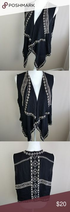 Umgee Black Wrap Waterfall Cardigan Vest Boho Smal Black and tan embroidered vest style top.  Flowy fit so its a perfect accent to layer with.  Definitely has a more Boho look. Pattern is more tribal or aztec-like.  Long flowy front with a short back. Pair this with any of your favor  Brand: Umgee  Size: Small material: 60% cotton, 40% polyester   embroidery casual Umgee Sweaters Cardigans