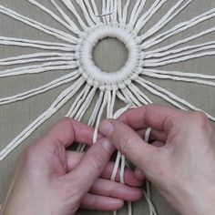Most current Pictures Macrame Wall Hanging ideas Tips Macrame has returned in style! But if your style is definitely perhaps slightly boho, a macrame wall Macrame Design, Macrame Art, Macrame Projects, Macrame Knots, Macrame Supplies, Micro Macrame, Diy Projects, Macrame Wall Hanging Patterns, Macrame Plant Hangers