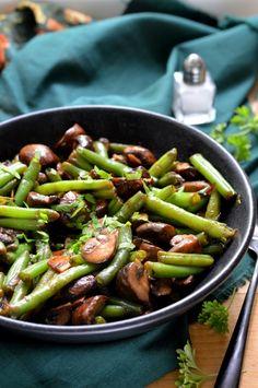 Zöldbabos gombasaláta - Kifőztük Green Beans, Vegetables, Food, Veggies, Vegetable Recipes, Meals, Yemek, Eten