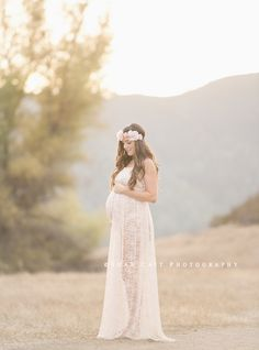 Maternity Photoshoot, maternity dress, maternity photo ideas, beautiful maternity pictures, pink dress, shan cait photography, maternity style, sew trendy accessories
