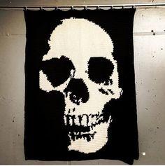 Skull crochet/knitting pattern. Wall art/blanket