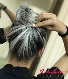 - All For Hair Color Trending Cabelo Log Bob, Grey Hair Inspiration, Curly Hair Styles, Natural Hair Styles, Gray Hair Highlights, Long Gray Hair, Clip In Hair Extensions, Silver Hair, Balayage Hair