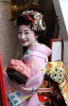 Satsuki Not that my character was a geisha, but that smile is so Mida. Geisha Japan, Japanese Geisha, Japanese Beauty, Japanese Kimono, Asian Beauty, Kyoto, Memoirs Of A Geisha, Traditional Japanese Art, Samurai