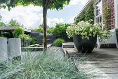 Annemieke shows her garden: modern, minimalist and Scandinavian - Stek Woon & Lifestyle Magazine Outdoor Garden Lighting, Outdoor Life, Outdoor Gardens, Outdoor Living, Backyard Beach, Contemporary Garden, Garden Modern, Garden Seating, Outdoor Projects
