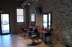 salon de coiffure ambiance vintage Les coiffeurs du Sud - Julien Besson Nos réalisations Meubles pour coiffeur Paris, Marseille - GDS Design