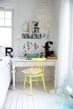 Love this little work space for those who don't have much space in your apartment. The chair colour, the cute shelves and pretty colours and letters. Oh and the typewriter too!