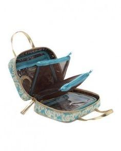 eeec970257d This is the best makeup bag ever. Love it! Stephanie Johnson Prague ML  Traveler