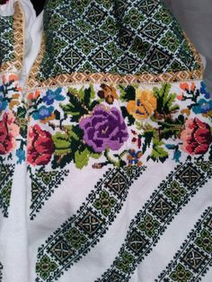 Ely, Tribal Art, Bohemian Rug, Diy And Crafts, Costumes, Embroidery, Quilts, Handmade, Design