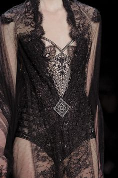Reem Acra at New York Fashion Week Fall 2016 - Details Runway Photos Haute Couture Style, Couture Mode, Couture Fashion, Runway Fashion, Womens Fashion, Dark Fashion, Gothic Fashion, High Fashion, Steampunk Fashion