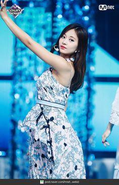 180719 엠카운트다운 트와이스 - Dance The Night Away 현장포토 : 네이버 포스트 Twice Jyp, Tzuyu Twice, Nayeon, Stage Outfits, Dress Outfits, South Korean Girls, Korean Girl Groups, Sana Momo, Best Kpop