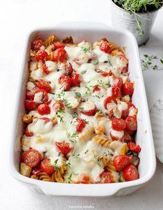 Makaron zapiekany z warzywami i serem