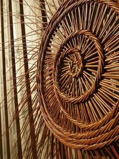 Variation Perigord-Technik - Basket and Crate Willow Weaving, Basket Weaving, Land Art, Weaving Art, Hand Weaving, Just Magic, Basket Crafts, Deco Originale, Vintage Baskets